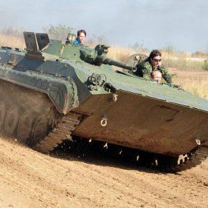 bmp-schuetzenpanzer-selber-fahren