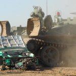 Zermalme mit dem T 55 Panzer einen schrottreifen Pkw mit Leichtigkeit.