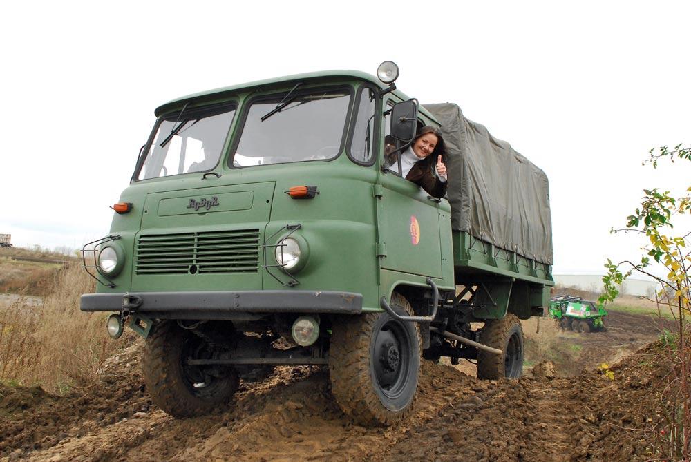 LO 3000 Offroadtruck fahren im Offroadkessel Landsberg