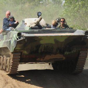 Hier ist Technik gefragt - Auf Panzerketten über die Buckelpiste