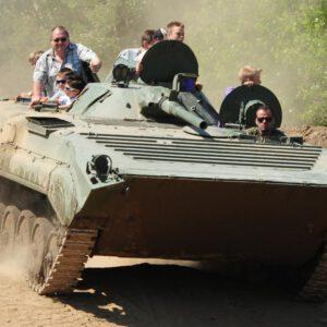 mitfahrt-panzer-bmp-kindergeburtstag