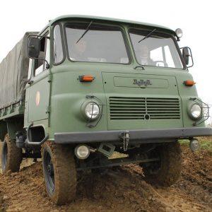 offroadtruck-lo3000-fahren