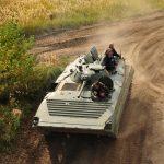 Abwechslungsreich geht die Panzerfahrt durch das Gelände des Offroadkessels.
