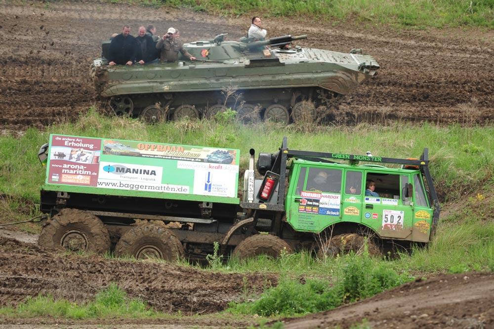 Geballtes Offroad-Erlebnis - unser Teampaket Panzer fahren und Tatra Geländetruck fahren