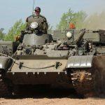 Nimm Platz in der Fahrerluke des T 55 Bergepanzers!
