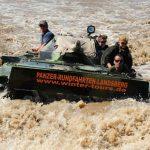 Die Fahrt durchs Wasserloch - im schwimmfähigen BMP Schützenpanzer ist das ein einmaliges Erlebnis!