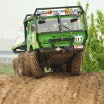Adrenalin gibt es beim Truck Trial pur: In mancher Passage geht es eng zu.