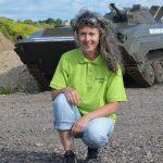 Astrid ist die einzige weibliche Panzer- und Tatrafahrerin in der Männerrunde