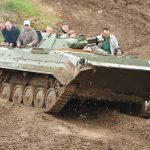 Auch die Speed-Mitfahrt mit einem unserer Instruktoren im BMP Schützenpanzer ist ein Erlebnis.