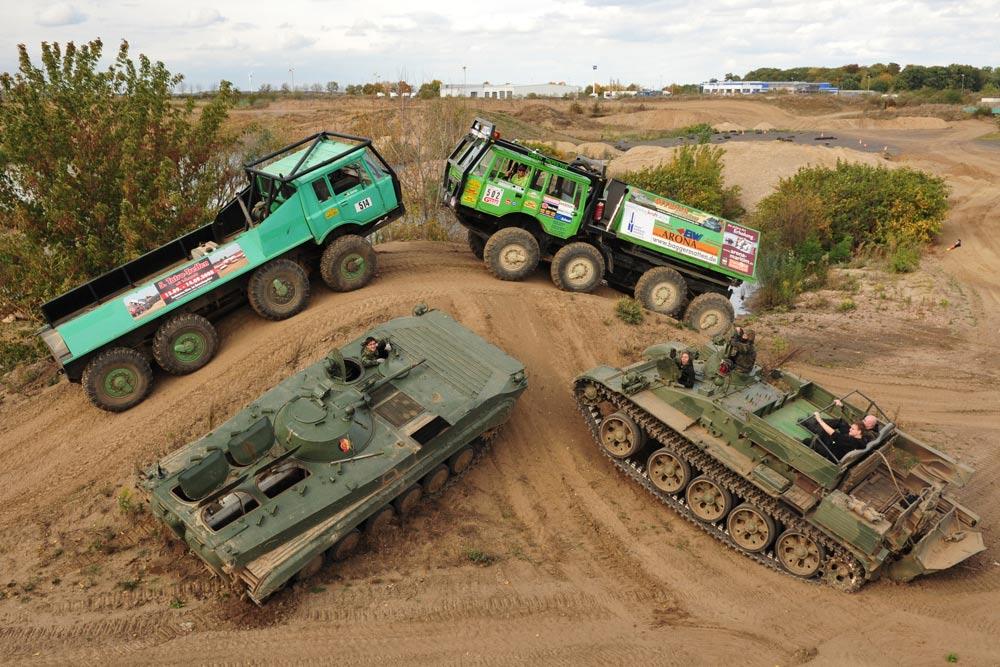 Eine PS-gewaltige Fahrzeugauswahl von Panzern und Offroadtrucks erwartet Sie