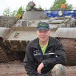 Panzer-Instruktor Uwe zeigt Euch auf dem T 55 Bergepanzer, wo es lang geht