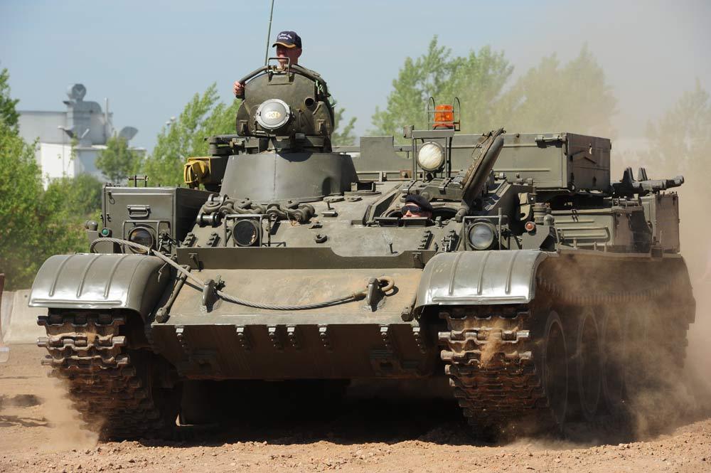 Mit 34 t ist der T55 Bergepanzer ein echtes Schwergewicht im Offroadkessel
