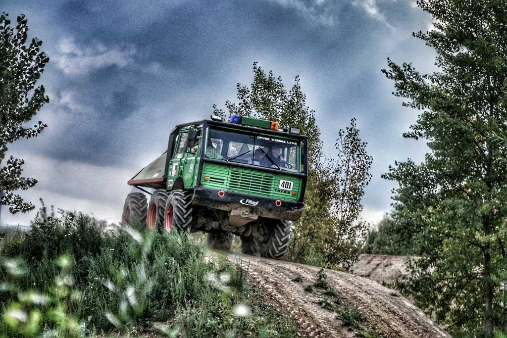 ticket buchen tatra 813 trail truck und ural selbst fahren zum sparpreis. Black Bedroom Furniture Sets. Home Design Ideas