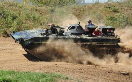 Panzer-Speedfahrt mit einem, unseren Instruktoren im Special-Paket mit einer Selbstfahrt